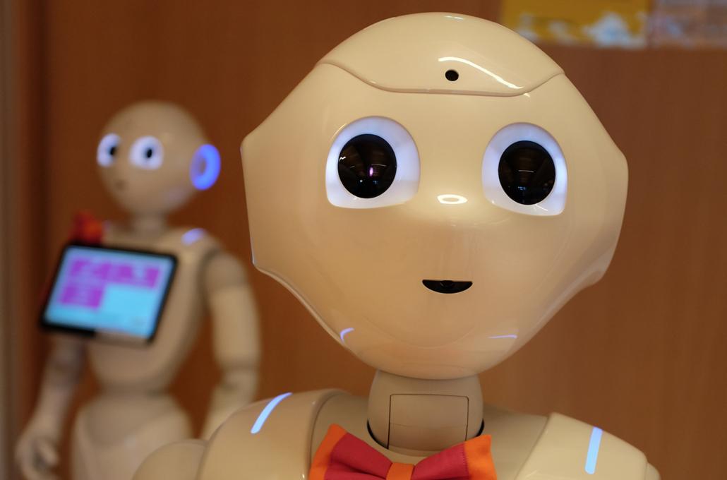 Ein Roboter unterstützt im Pflegealltag im Seniorenzentrum Franziskaner-Hof